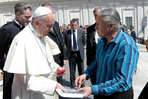 Steven Newcomb and Pope Francis, St. Peter's Square, 4 May 2016